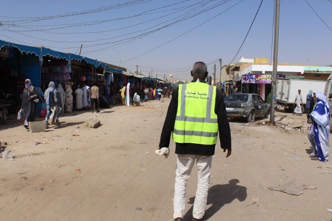 عمال البلدية يوصلون الليل بالنهار من أجل المحافظة على نظافة السوق